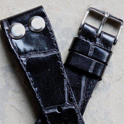 Open-ended thick leather British pilot's bands 18mm to 24mm